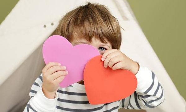 «Ποιο είναι αυτό το χοντρό μωρό με τα βέλη;»:  Πώς να μιλήσετε στο παιδί σας για τον Βαλεντίνο