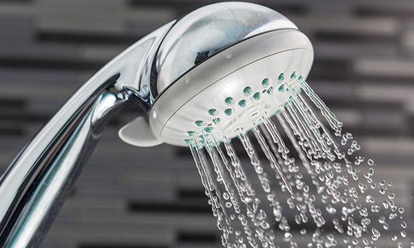 Πώς θα καθαρίσετε το «τηλέφωνο» της μπανιέρας