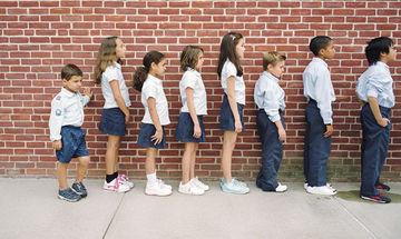 Από τι κινδυνεύουν τα κοντά παιδιά στην ενήλικη ζωή τους