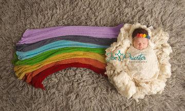Η ιστορία πίσω από αυτό το «μωρό του ουράνιου τόξου» θα σας φέρει δάκρυα στα μάτια (pics)