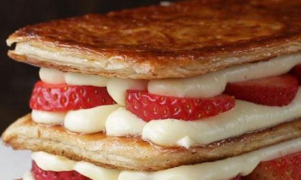 Εύκολο, αφράτο και τραγανό μιλφέιγ με φράουλες