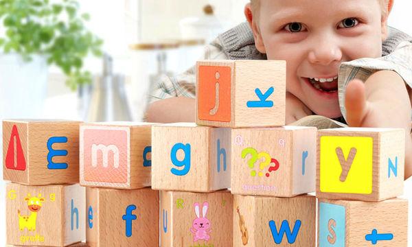 Βοηθήστε το παιδί σας να μάθει το ελληνικό αλφάβητο και τους  αριθμούς με ξύλινους κύβους