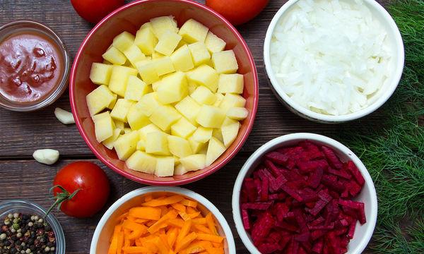 Νηστίσιμη συνταγή: Πατάτες γιαχνί με παντζάρια και καρότα