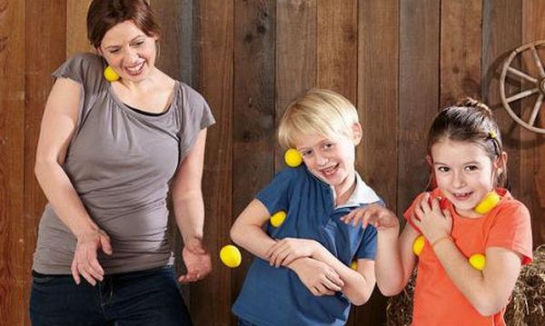 «Αυγομαχίες» Το επιτραπέζιο που θα κρατήσει τα παιδιά σας απασχολημένα για αρκετές ώρες