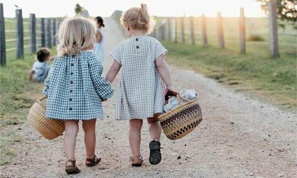 Σε ποια ηλικία μαθαίνει το παιδί να κάνει φίλους;