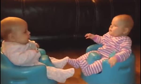 Θα λιώσετε! Τα πιο αστεία φτερνίσματα μωρών, όλα σε ένα βίντεο