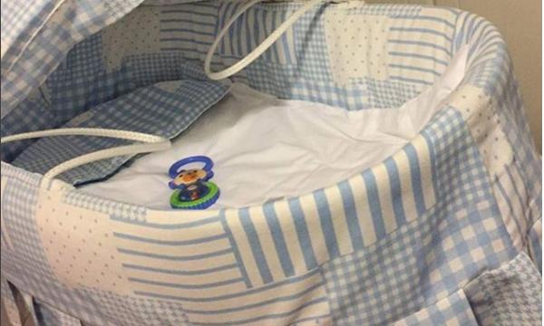 Ελληνίδα δημοσιογράφος γέννησε τον Δεκέμβριο κι ανέβασε τώρα την πρώτη φωτό από το μαιευτήριο (pics)