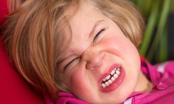 Γιατί κλαίνε τα παιδιά; Ο λόγος θα σας κάνει να κρατάτε την κοιλιά σας απ' τα γέλια (vid)