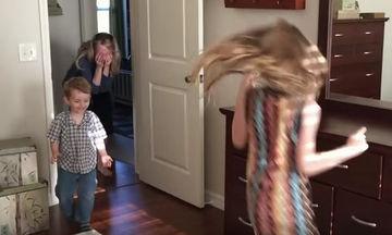Μαμά 3 παιδιών ήρθε αντιμέτωπη με τη μεγαλύτερη έκπληξη όταν επέστρεψε σπίτι μετά από ταξίδι (vid)