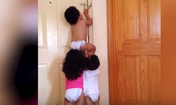 Μωρά εν δράσει: Μπορούν να κάνουν απίστευτα πράγματα (video)