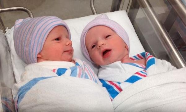 """Νεογέννητες διδυμούλες """"κουβεντιάζουν"""" για πρώτη φορά (vid)"""