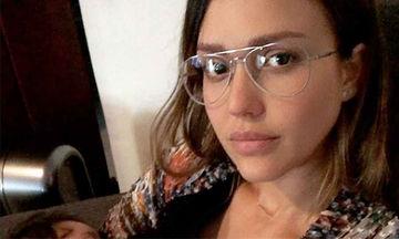 Jessica Alba: Δείτε γιατί όλες οι θηλάζουσες μανούλες ταυτίζονται μαζί της (pics)