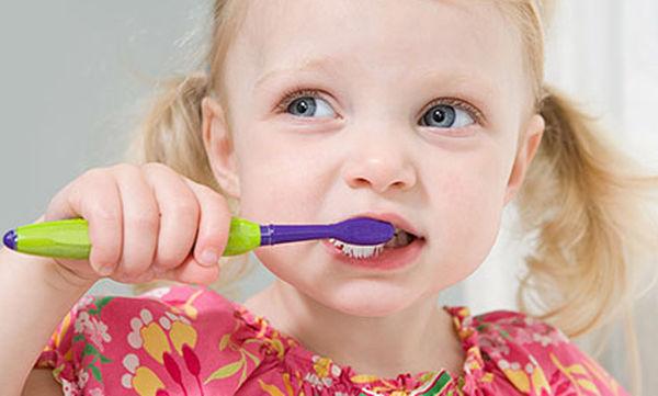 Βούρτσισμα δοντιών: Βοηθήστε το παιδί να φροντίζει τα δόντια του