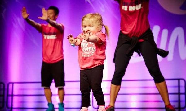 Audrey σε λατρεύουμε! Γνωρίστε το κοριτσάκι που πάσχει από σπάνια ασθένεια & λατρεύει το χορό (vid)