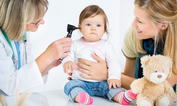 Απώλεια ακοής παιδιού: Μπορεί  ένα μωρό να φορέσει ακουστικά;