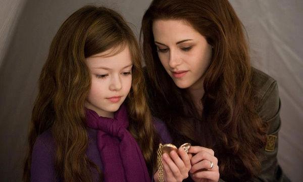 Θυμάστε την κόρη της «Bella» στο Twilight; Δείτε πόσο έχει μεγαλώσει (pics)