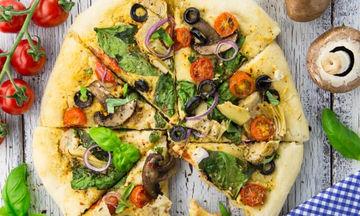 Νηστίσιμη πίτσα με χούμους και λαχανικά