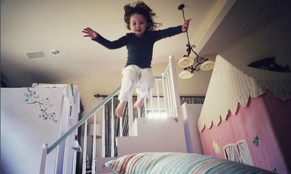 Είναι η κόρη διάσημης ηθοποιού και έχει ξετρελάνει το Instagram (pics)
