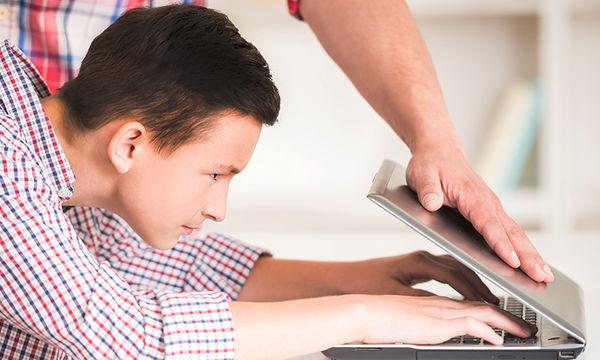 Όταν τα παιδιά θέλουν πάση θυσία να είναι online - Τι πρέπει να κάνουν οι γονείς;