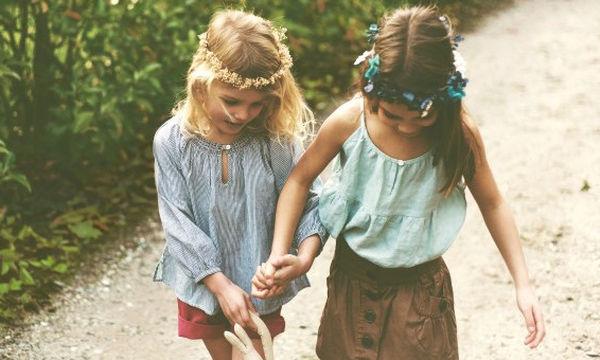 Τι νιώθουν τα παιδιά που τα πιέζουν να αγαπήσουν τα αδέλφια τους;