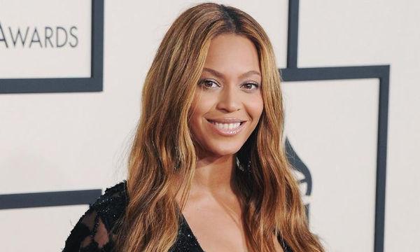 Ο makeup artist της Beyoncé μοιράζεται το κόλπο για την τέλεια εφαρμογή του foundation