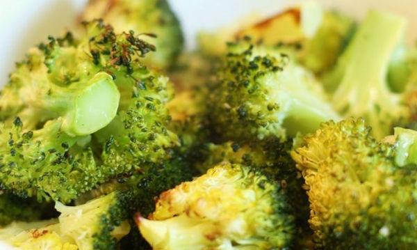 Συνταγή για μπρόκολο με σκόρδο στο φούρνο