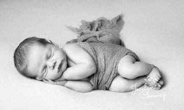 Αυτό το αξιολάτρευτο μωρό είναι ο νεογέννητος γιος διάσημου ποδοσφαιριστή (pics)