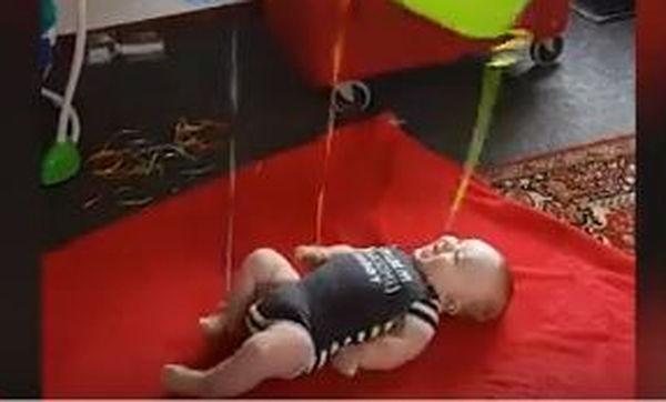 Να, ένας διασκεδαστικός τρόπος για να κρατήσεις το μωρό σου απασχολημένο (video)