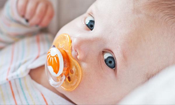 Που μπορείτε να βάζετε την πιπίλα του μωρού σας στις καθημερινές βόλτες