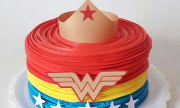 Τούρτες Wonder Woman που θα εμπνεύσουν την κόρη σας να γίνει ένα γεμάτο αυτοπεποίθηση κορίτσι (pics)