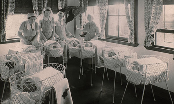 Πώς έμοιαζε παλιά μια γέννα -  Οι 10 φωτογραφίες που πρέπει να δείτε