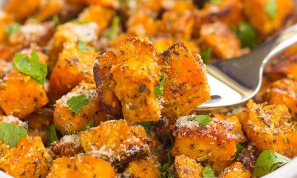 Συνταγή  για γλυκοπατάτα με καπνιστή πάπρικα και τριμμένη παρμεζάνα