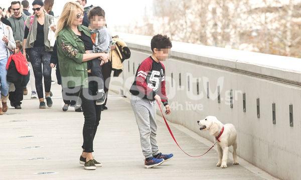 Φαίη Σκορδά: Βόλτες με τους γιους της και τον νέο τετράποδο φίλο τους