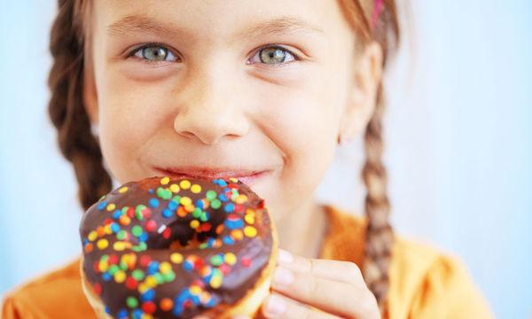 Όταν τα παιδιά ζητάνε επίμονα γλυκό, τι κάνουν οι γονείς;