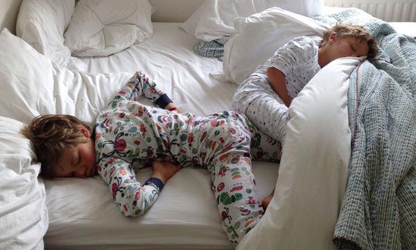 Τα top 5 κόλπα της μαμάς για μικρούς ξενύχτηδες