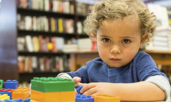 Αυτισμός: Πώς πρέπει να αντιδρούν οι γονείς στα απότομα ξεσπάσματα του αυτιστικού παιδιού;