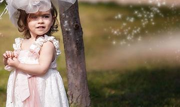 Γίνεστε νονά και βαφτίζετε κοριτσάκι; Δείτε το πιο όμορφο και οικονομικό σετ βάφτισης