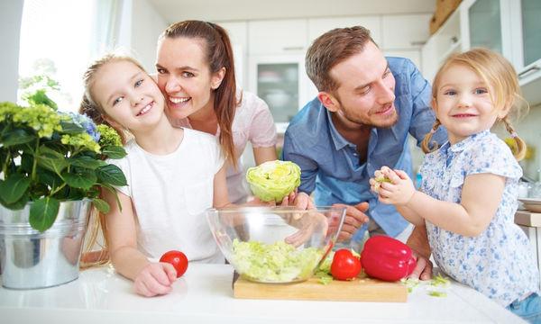Παιδική διατροφή: 9+1 χρήσιμες συμβουλές για το πώς να μάθω το παιδί μου να τρέφεται σωστά
