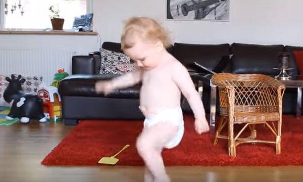 Οι χορευτικές κινήσεις αυτού του μωρού είναι φοβερές! (video)