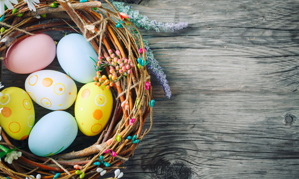 Πασχαλινά αβγά: 9 διαφορετικοί τρόποι για να τα βάψετε και να τα διακοσμήσετε
