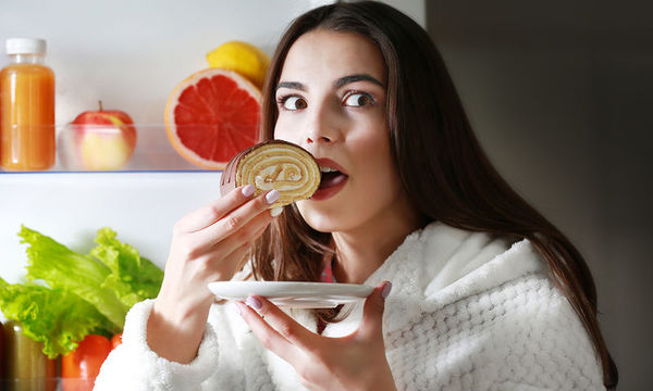 Βραδινό τσιμπολόγημα: 5 σοβαρές επιπτώσεις στην υγεία