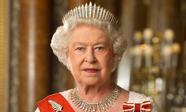 Βασίλισσα Ελισάβετ: Σπάνιες φωτογραφίες από την παιδική και νεαρή της ηλικία (pics)