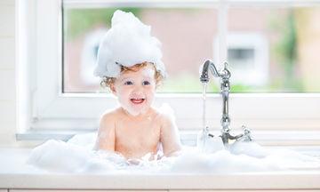 Πώς ένας «ιπποπόταμος» μπορεί να αλλάξει τον τρόπο που κάνεις το παιδί σου μπάνιο