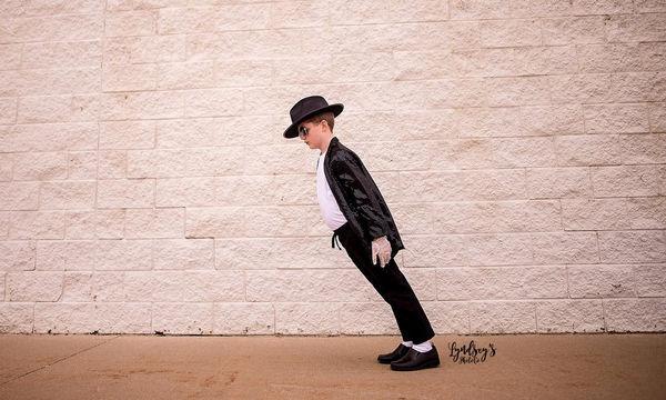Ένα αξιολάτρευτο αγόρι φωτογραφίζεται ως Michael Jackson - Το αποτέλεσμα; Εκπληκτικό! (pics)