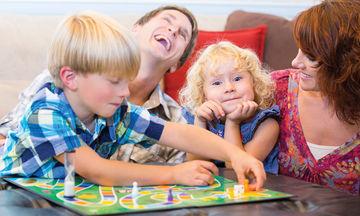 Ελεύθερος χρόνος: Δώδεκα επιτραπέζια διασκεδαστικά παιχνίδια για τα παιδιά