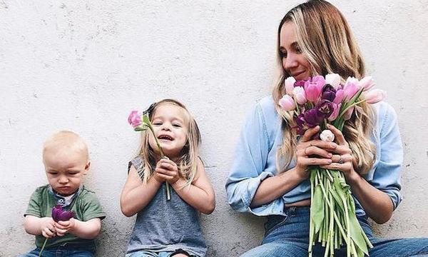 Στάδια ανάπτυξης λόγου και ομιλίας: Τι μπορεί να κάνει ένα παιδί ηλικίας 7-12 μηνών