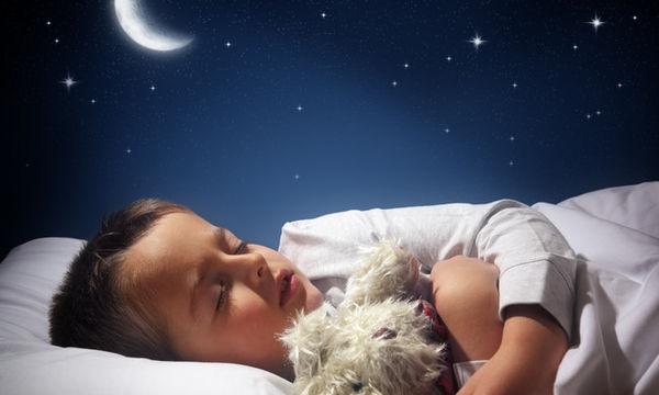 Πώς να βοηθήσετε το παιδί σας να έχει έναν ήρεμο ύπνο