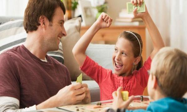 Εξασκήστε τη νοημοσύνη των παιδιών σας παίζοντας επιτραπέζια παιχνίδια
