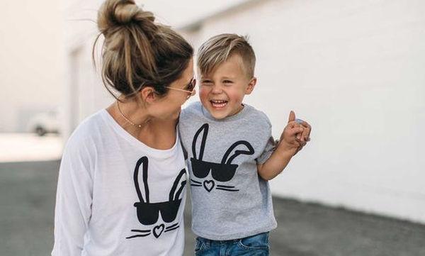 Μόδα για μαμά και γιο  Είκοσι ανοιξιάτικες ιδέες για εντυπωσιακές εμφανίσεις 30aeffd3356