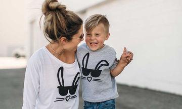 Μόδα για μαμά και γιο: Είκοσι ανοιξιάτικες ιδέες για εντυπωσιακές εμφανίσεις